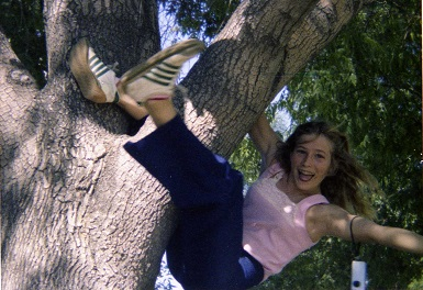 1978_06-ruth-in-tree