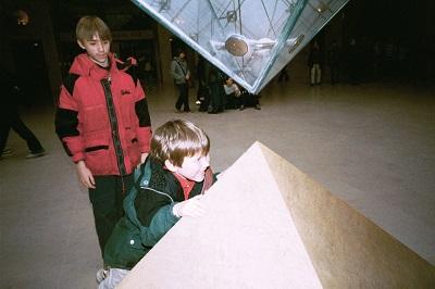 2000_04 2 Pyramids